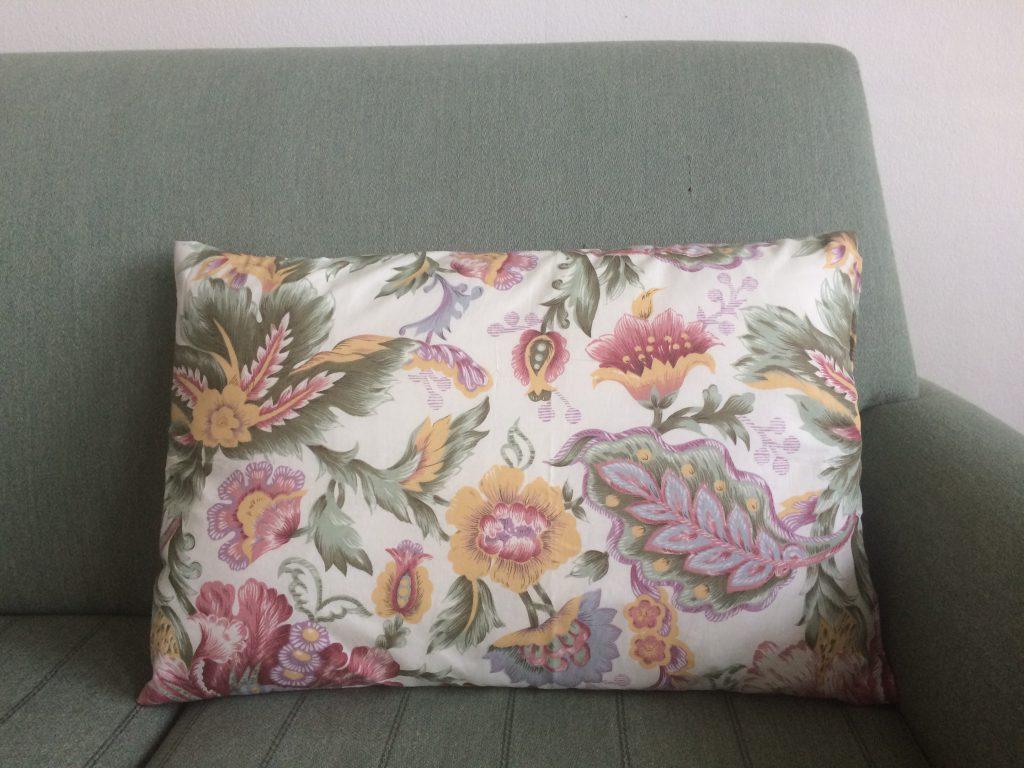 sofapude diy sy retrotekstil genbrugsguld billig pude tekstil finurligegfund