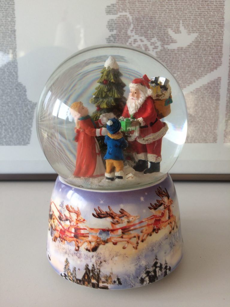 snekugle spilledåse julepynt finurligefund