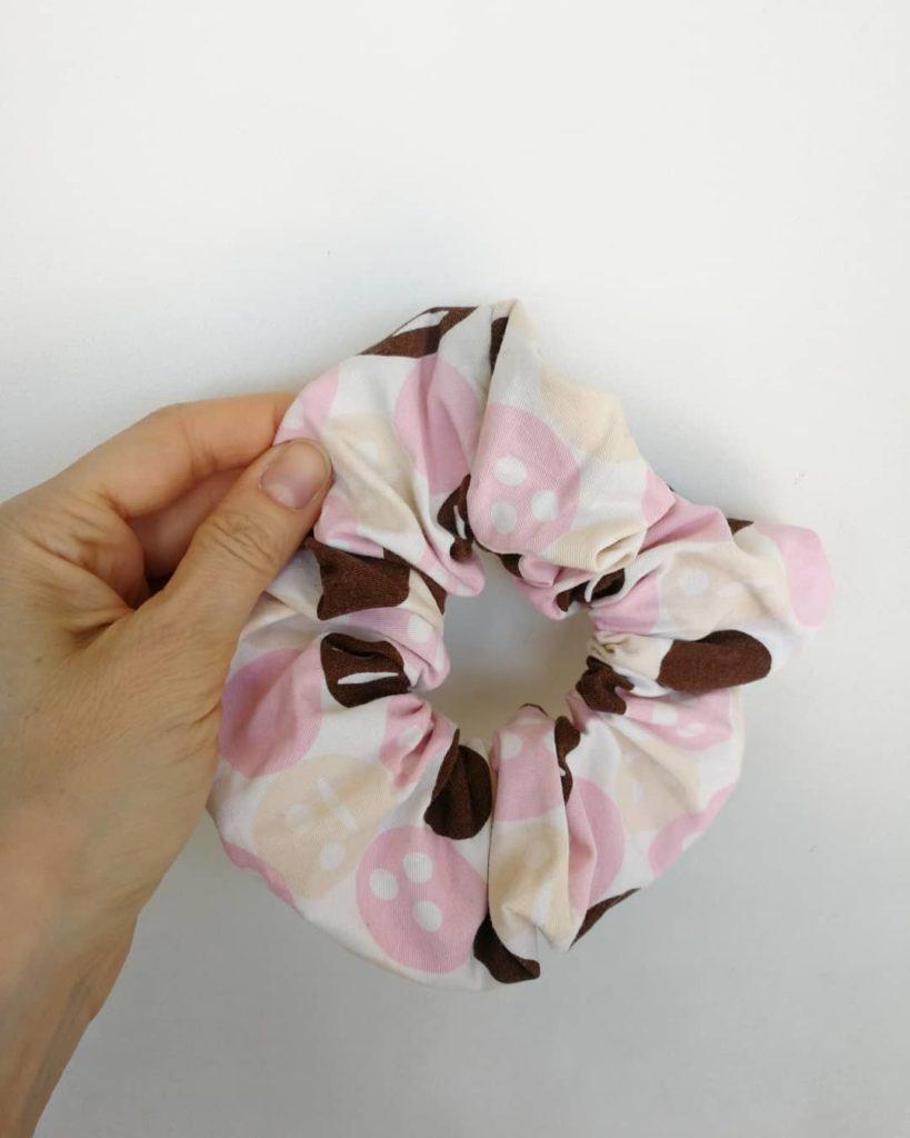 tekstilgenbrug finurlige fund scrunchies